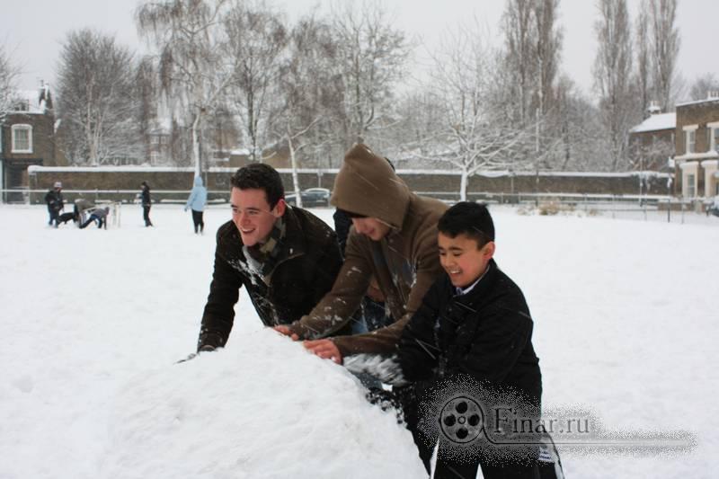 Лондонский снегопад 2009 - снеговико-making