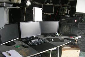 штаб студии Lookaround, рабочее место автора, август 2011 :)